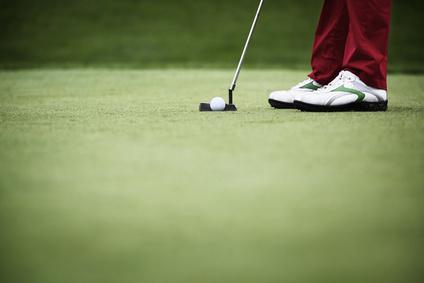 ゴルフ新ルール ピンは抜いた方が良いか…? 挿した方が良いか…?